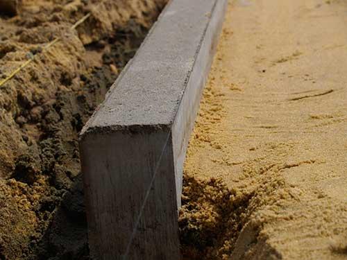 Заливка основания бетоном
