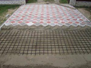 укладка тротуарной плитки на цеметно песчаное основание