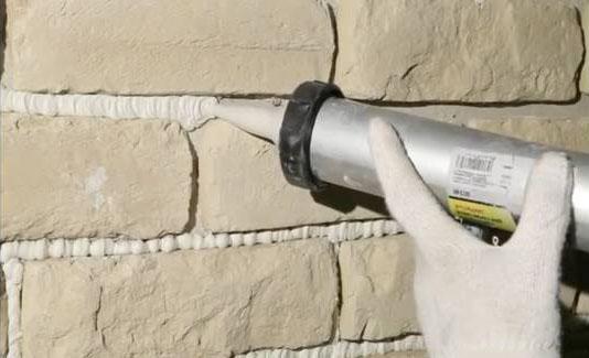 заполнение швов искусственного камня