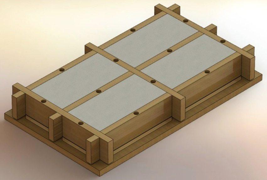 деревянная форма с залитой смесью