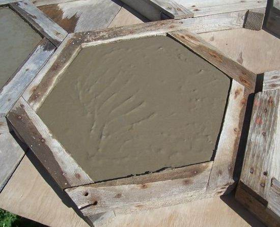шаг 9 изготовление тротуарной плитки